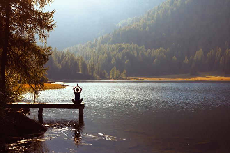 Meditation und Yoga am See
